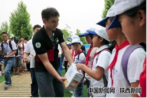 小学生态日:电话行动掀世园绿色世界思源招生牛奶风暴的图片
