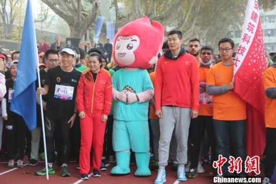 奥运冠军领跑西安交大mini马拉松赛 用运动传递快乐